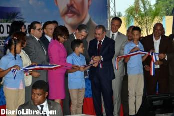 El presidente Medina entrega diez escuelas