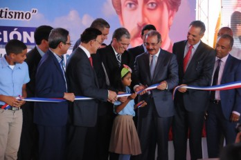 Presidente Medina inaugura nueve escuelas en Nagua