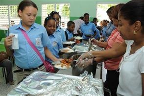 El Gobierno invertirá RD$8,000 MM en uniformes y alimentos