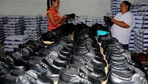 Gobierno entrega desde hoy uniformes a 600,000 alumnos