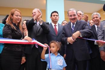 Presidente Medina inaugura siete escuelas más para la tanda extendida en Santo Domingo Este