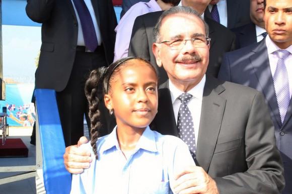 Medina inaugura cinco escuelas para 2.975 estudiantes en provincia de Peravia