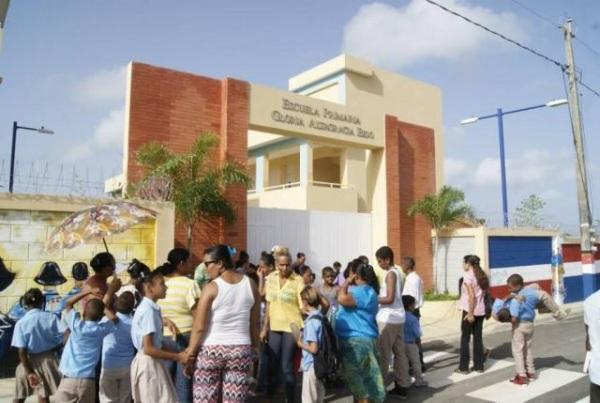 Ingeniero no entrega escuela en Río San Juan; alumnos no pudieron iniciar clases