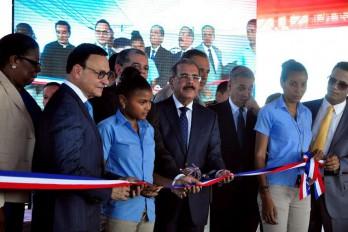 Presidente Medina entrega 14 escuelas en seis provincias del Cibao