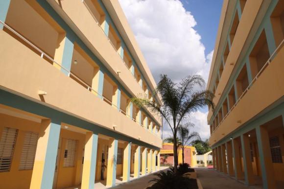 Medina inaugura tres escuelas en el Distrito Nacional y Santo Domingo