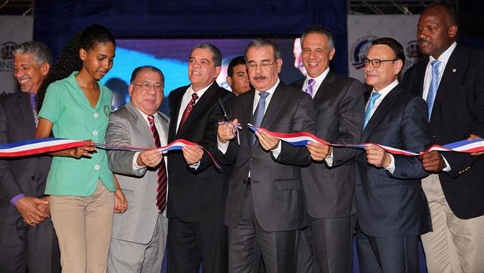 Presidente inaugura centros educativos en Santo Domingo