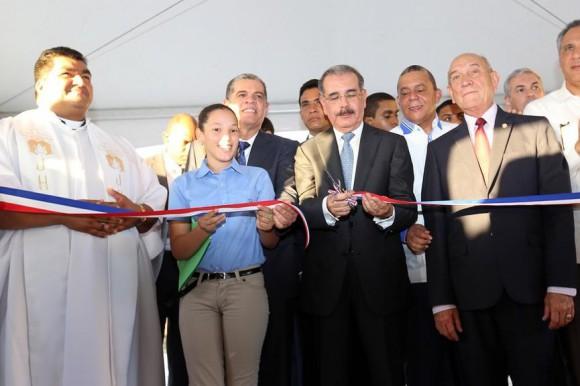 Medina inaugura cuatro escuelas en San José de Ocoa y Azua