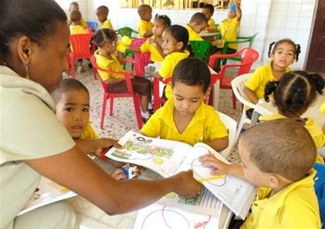 Destaca impacto social de estancias infantiles y de la tanda extendida