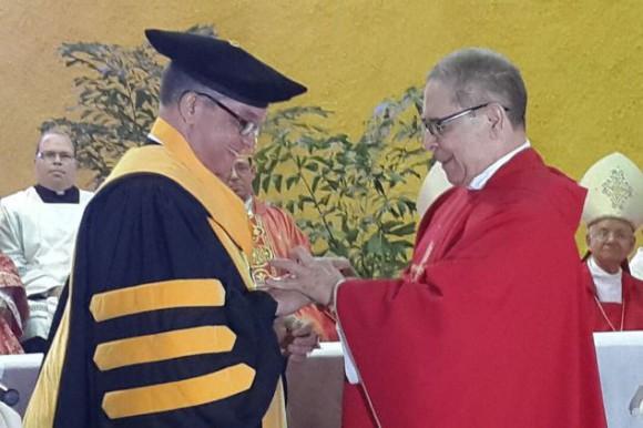 Juramentan a De la Cruz Baldera nuevo rector de la PUCMM