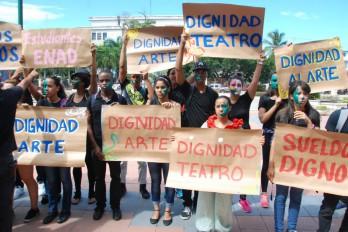 Docentes de Bellas Artes marchan por mejores condiciones laborales
