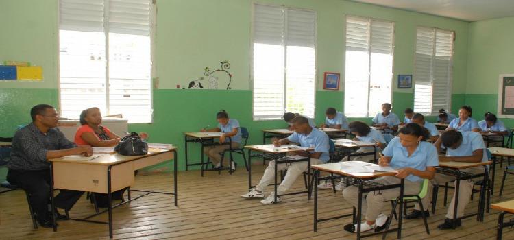 Ministerio de Educación defiende aplicación de las Pruebas Nacionales