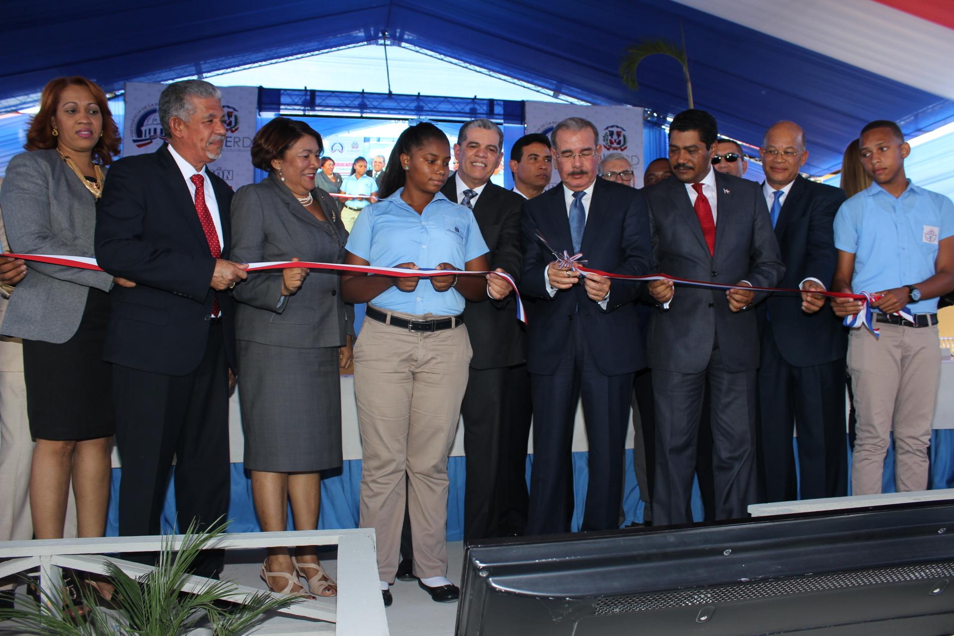Danilo inaugura un politécnico y otro liceo en Villa Mella y Hacienda Estrella