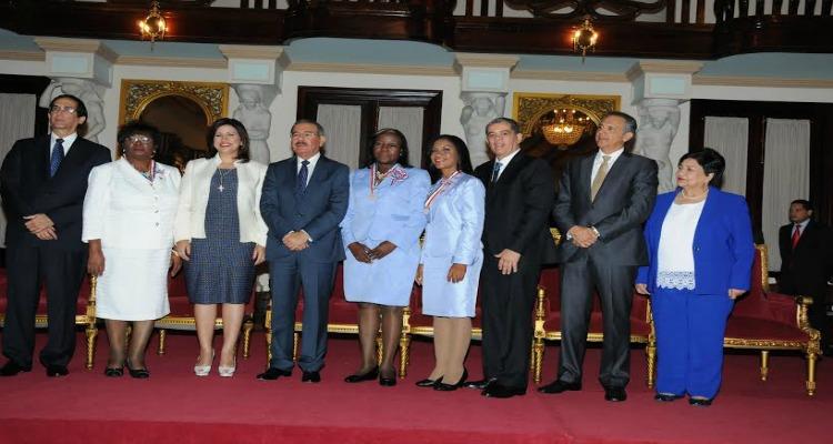 Presidente Danilo Medina reconoce a tres educadoras con la Medalla al Mérito Magisterial