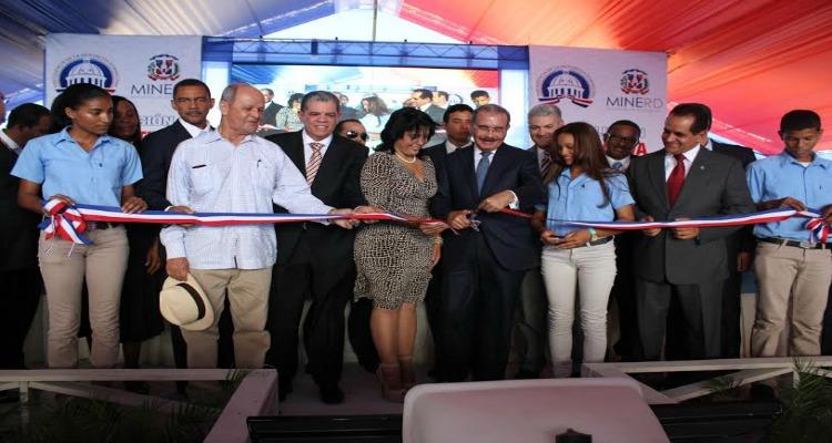 Presidente Medina inaugura tres centros educativos en provincia Sánchez Ramírez