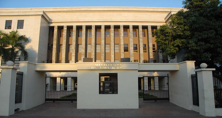 Ministerio Educación suspende Director Distrital en Santiago