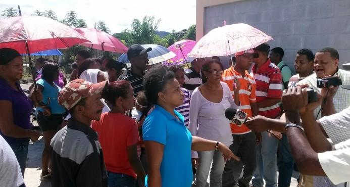 Protestan por supuesta comida con gusanos en escuela de Hato Mayor