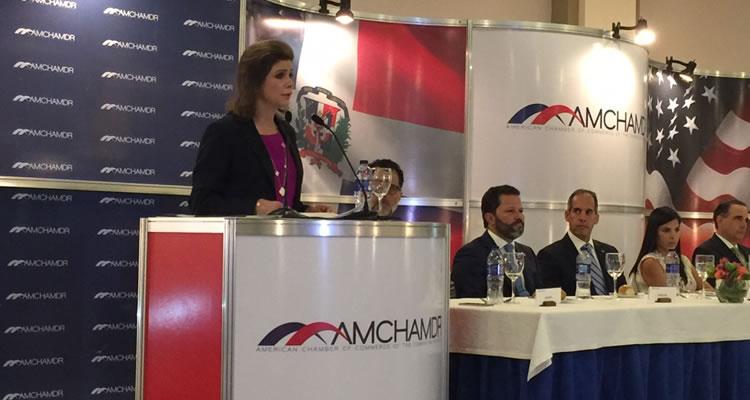 Elena Viyella presenta avances, desafios y oportunidades de la Educación Dominicana en almuerzo mensual AMCHAMDR