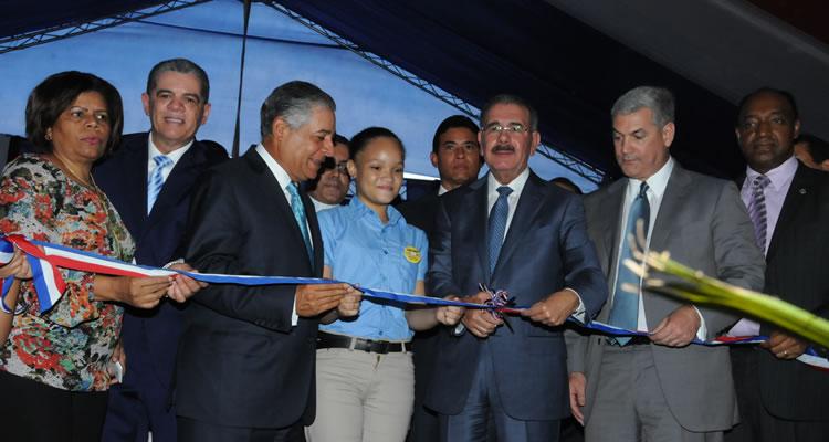 Presidente Danilo Medina entrega la escuela de nivel Básico República de Cuba, en Villa Consuelo
