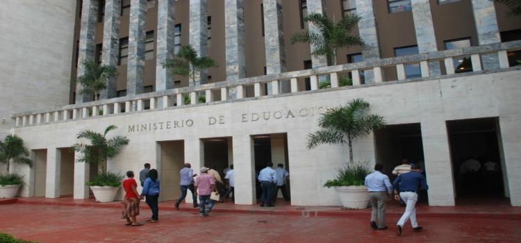 Amarante Baret destaca transparencia en manejo de recursos del Ministerio Educación