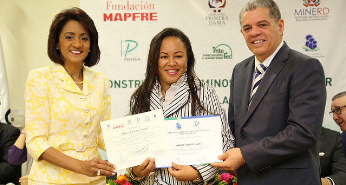 Primera Dama llama sector privado a apoyar políticas educativas del gobierno